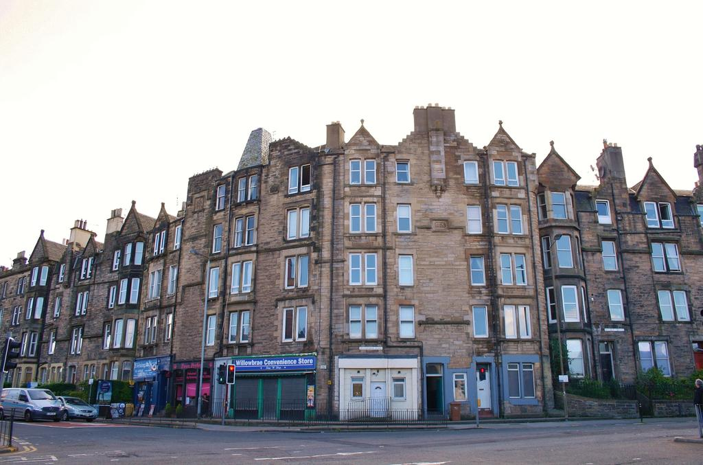 2 Bedrooms Flat for sale in 2/2 Willowbrae Road, Willowbrae, Edinburgh EH8 7DB