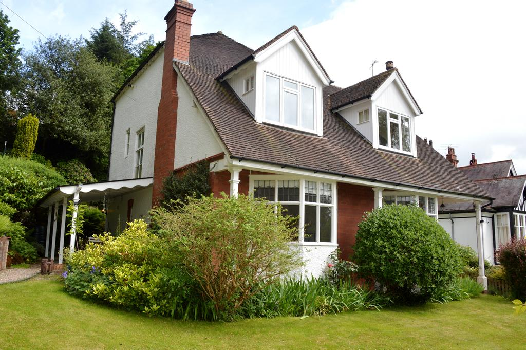 5 Bedrooms Detached House for sale in Bank House, Stanyeld Road, Church Stretton SY6 6JJ