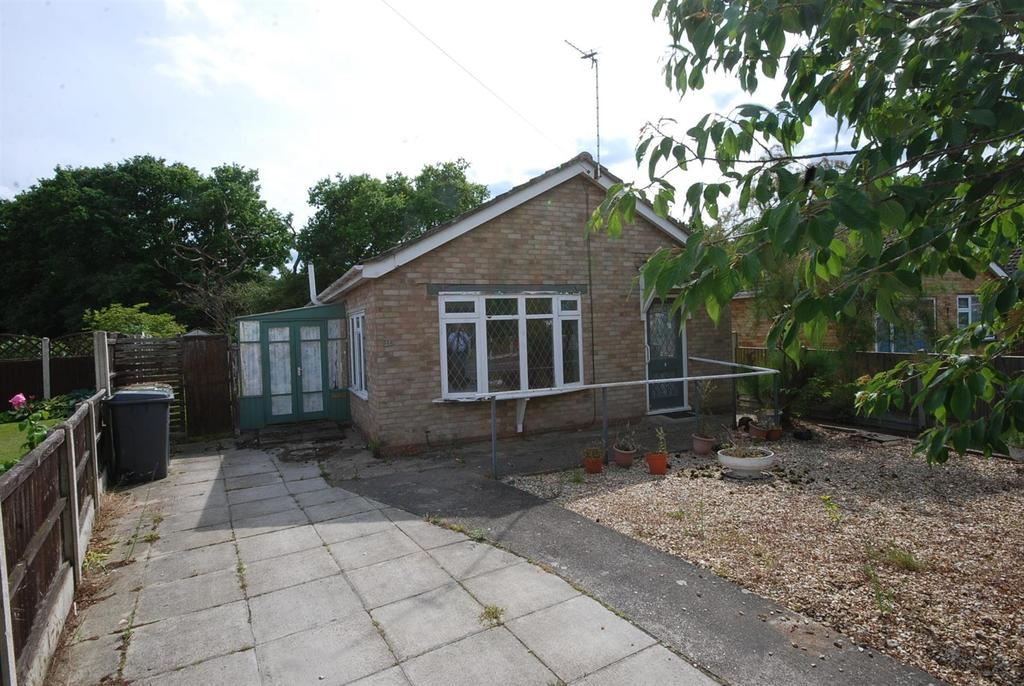 2 Bedrooms Detached Bungalow for sale in Swallow Avenue, Skellingthorpe, Lincoln