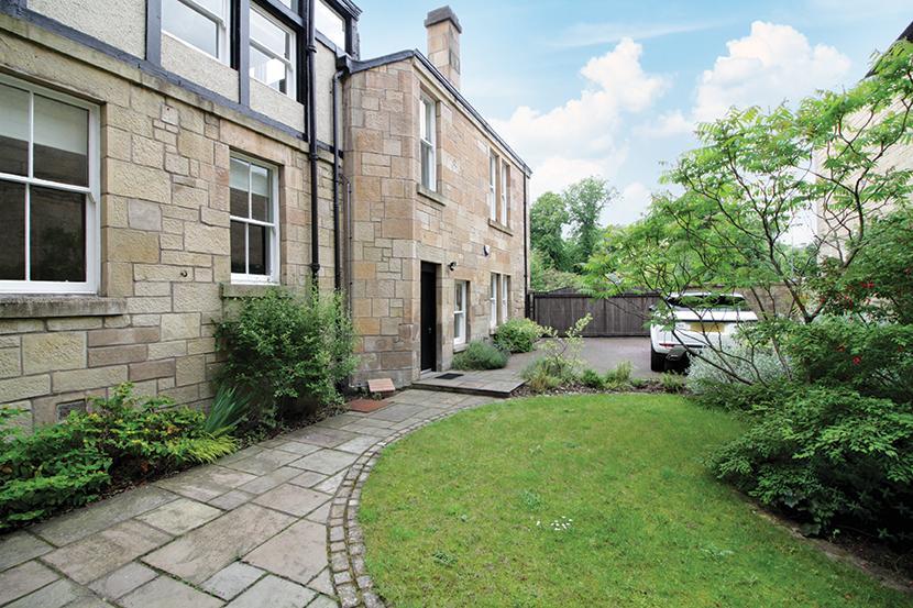 3 Bedrooms Mews House for sale in 4 Lancaster Crescent Lane, Kelvinside, G12 0RS
