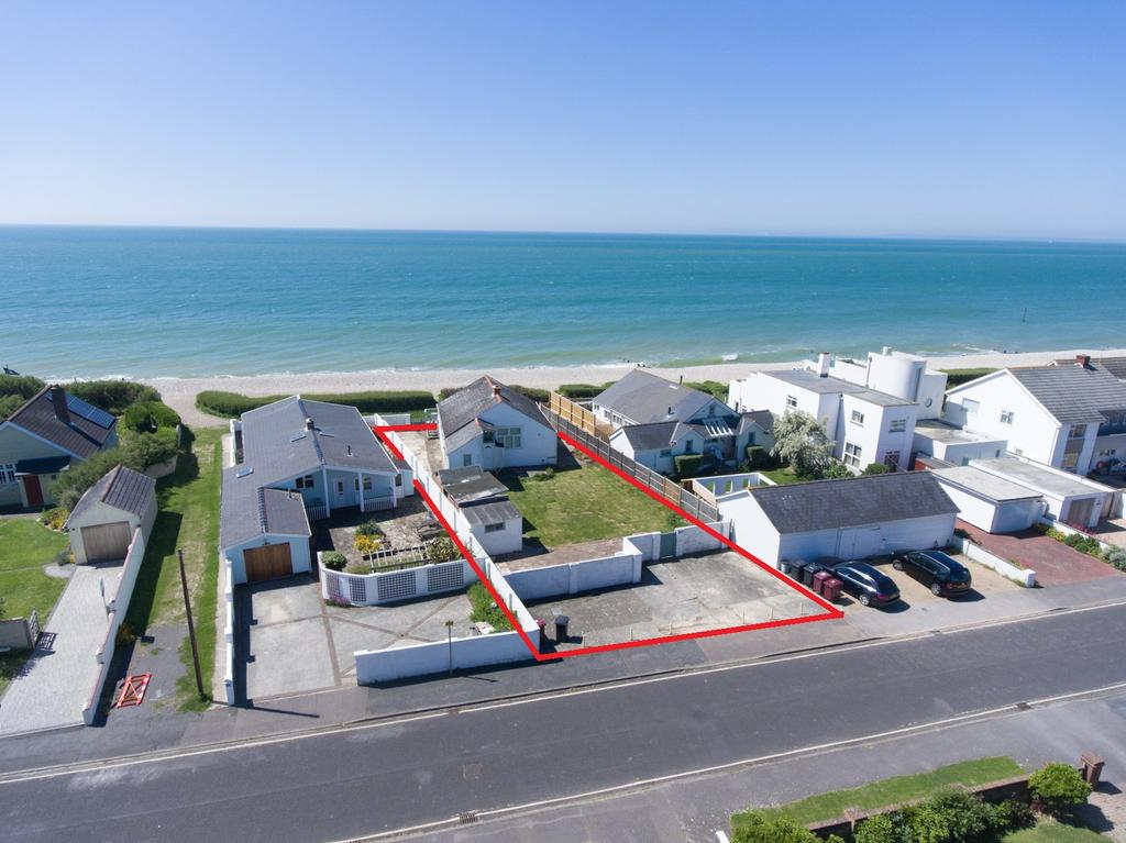 4 Bedrooms Detached Bungalow for sale in Marine Drive, West Wittering, PO20