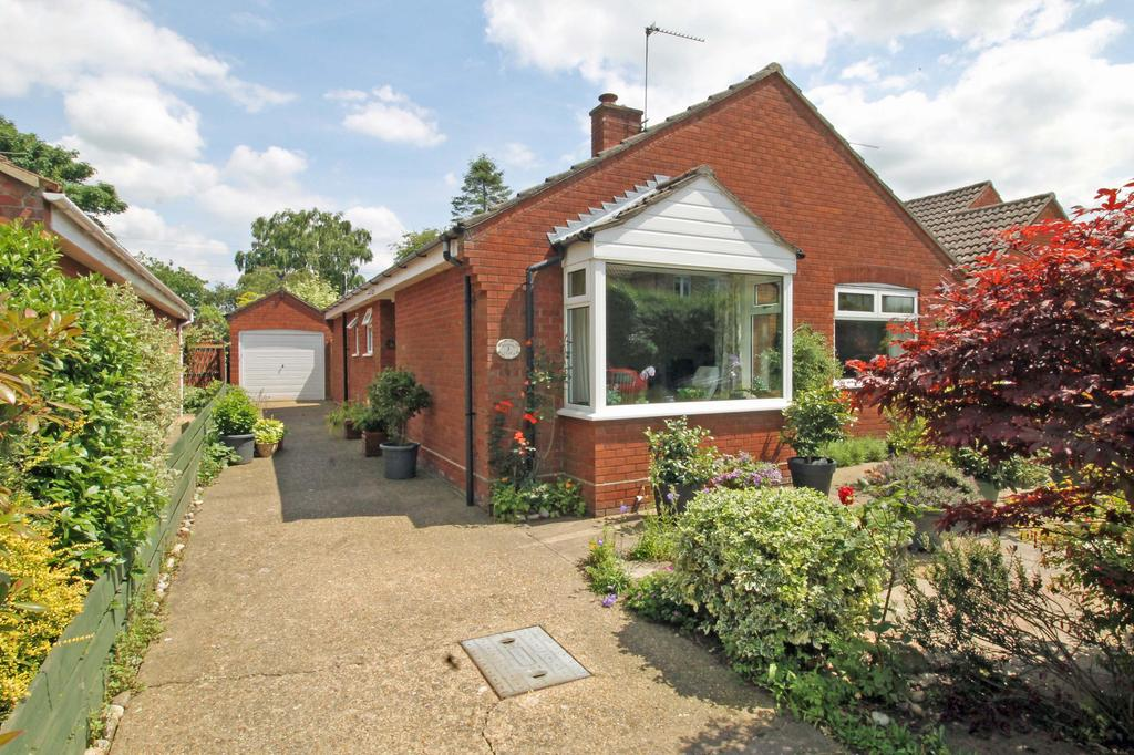 2 Bedrooms Detached Bungalow for sale in Meadow Close, Holt NR25