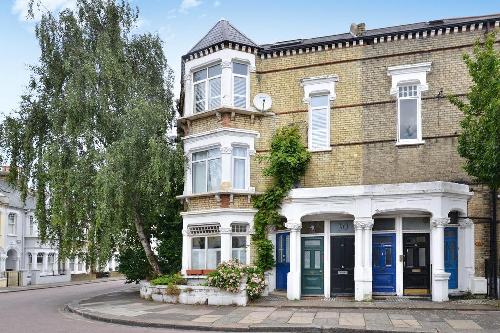 3 Bedrooms Maisonette Flat for sale in Longbeach Road, Battersea, SW11