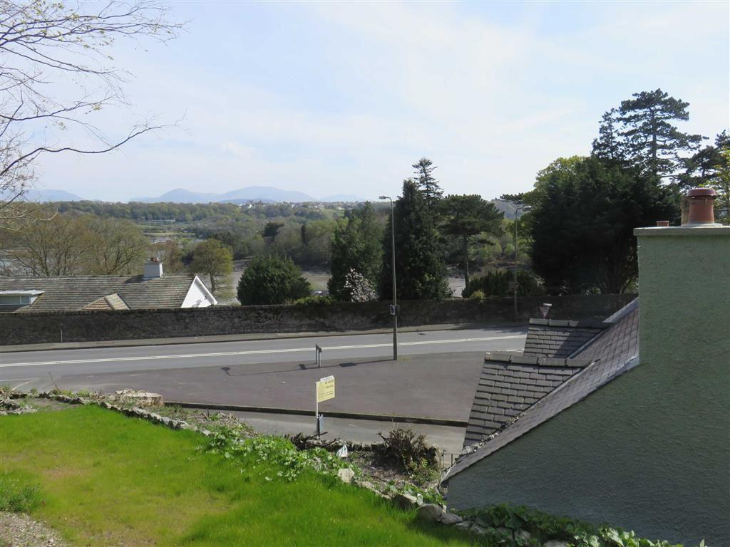 3 Bedrooms Detached House for sale in Cadnant Bridge, Menai Bridge, Anglesey