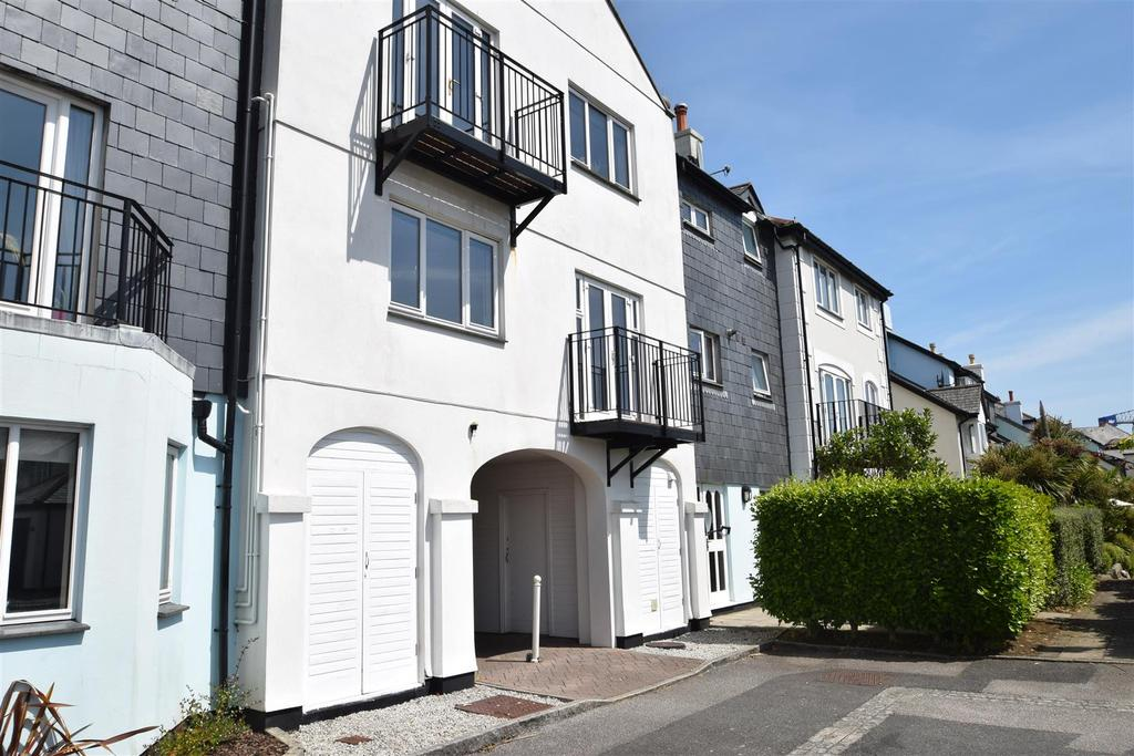 3 Bedrooms Apartment Flat for sale in Fisher Court, Port Pendennis, Falmouth