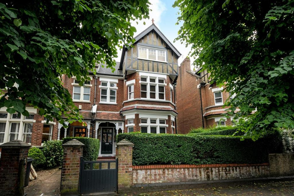 2 Bedrooms Flat for sale in Crouch Hall Road, Crouch End, N8