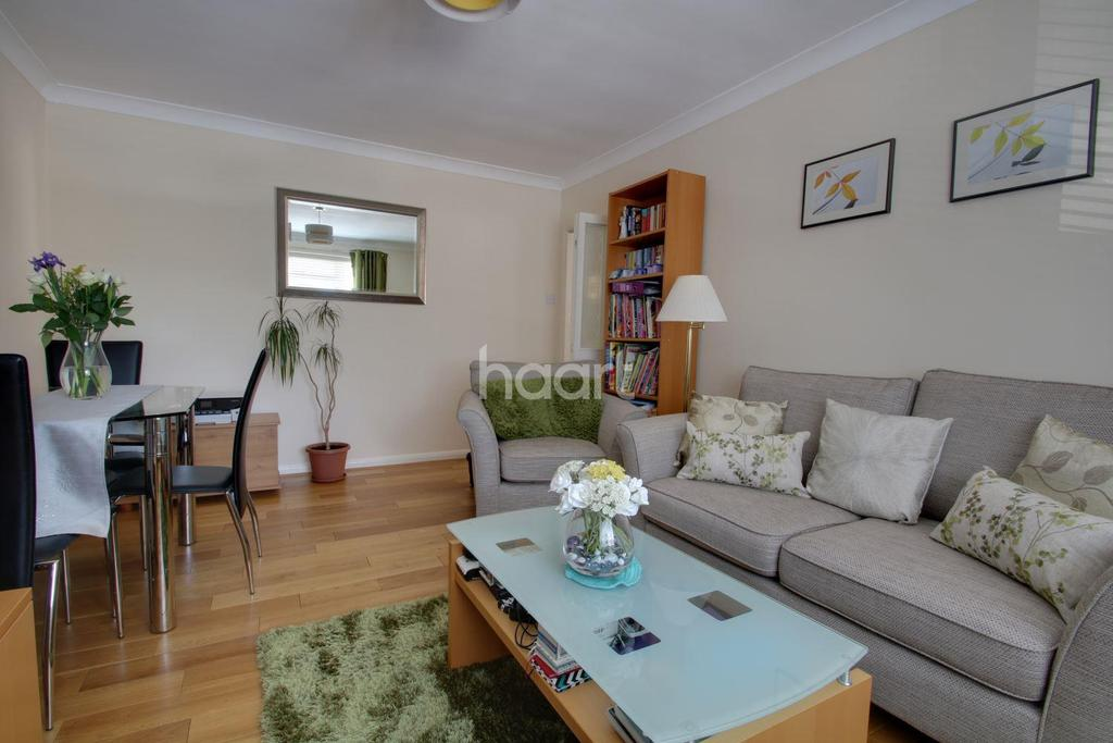 2 Bedrooms Maisonette Flat for sale in Carlyle Road, Ealing