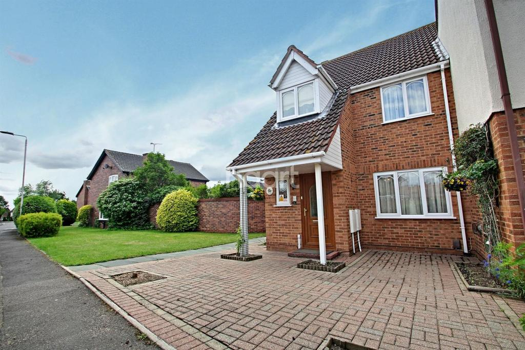 3 Bedrooms Semi Detached House for sale in St Leonards Way, Hornchurch