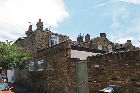 Studio to rent - Ashenden Road, Hackney E5