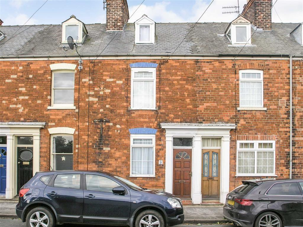 3 Bedrooms Terraced House for sale in Grove Park, Beverley, East Yorkshire