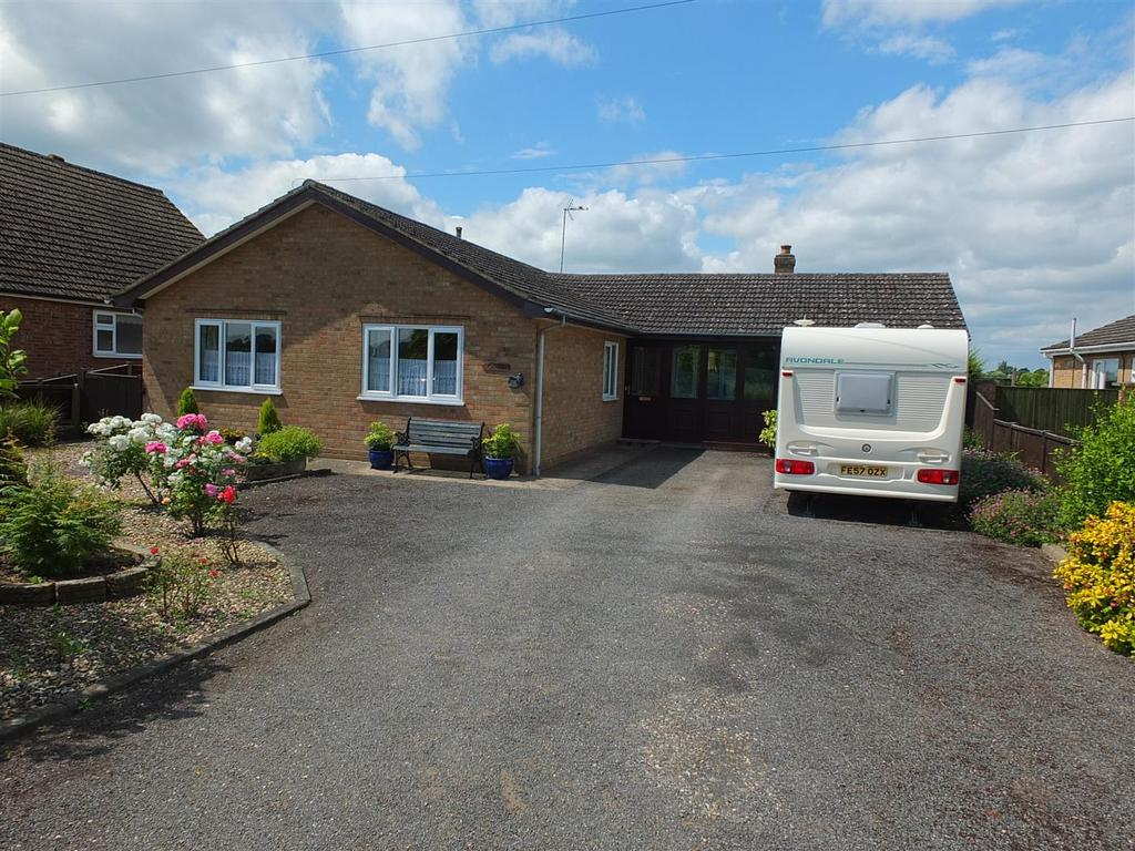 3 Bedrooms Detached Bungalow for sale in Seagate Road, Long Sutton