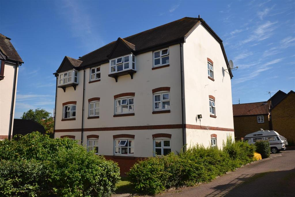 2 Bedrooms Apartment Flat for sale in Culver Rise, South Woodham Ferrers, Chelmsford