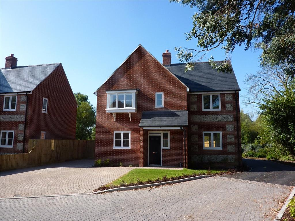 4 Bedrooms Detached House for sale in Clarendon Place, Petersfinger, Salisbury, Wiltshire, SP5