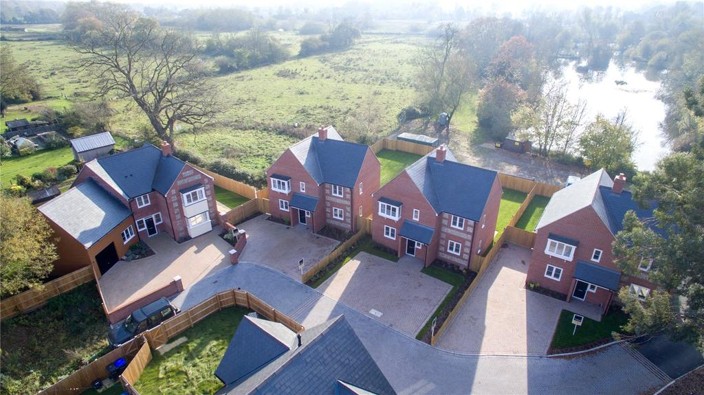 4 Bedrooms Detached House for sale in Clarendon Place, Petersfinger, Salisbury, Wiltshire, SP5