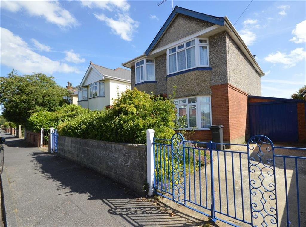 3 Bedrooms Detached House for sale in Chigwell Road, Bournemouth, Dorset, BH8