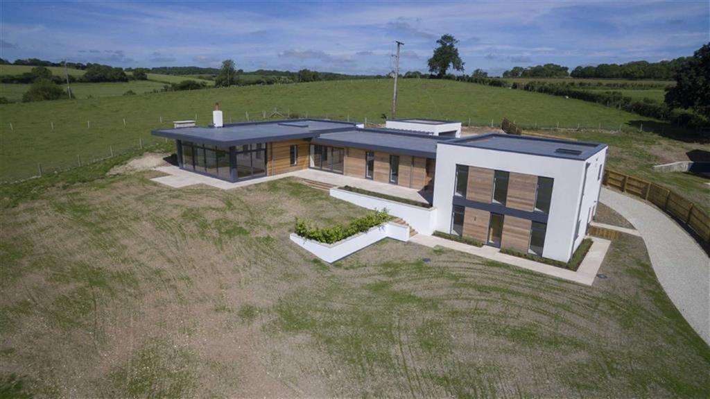5 Bedrooms Detached House for sale in Blandford Forum, Dorset