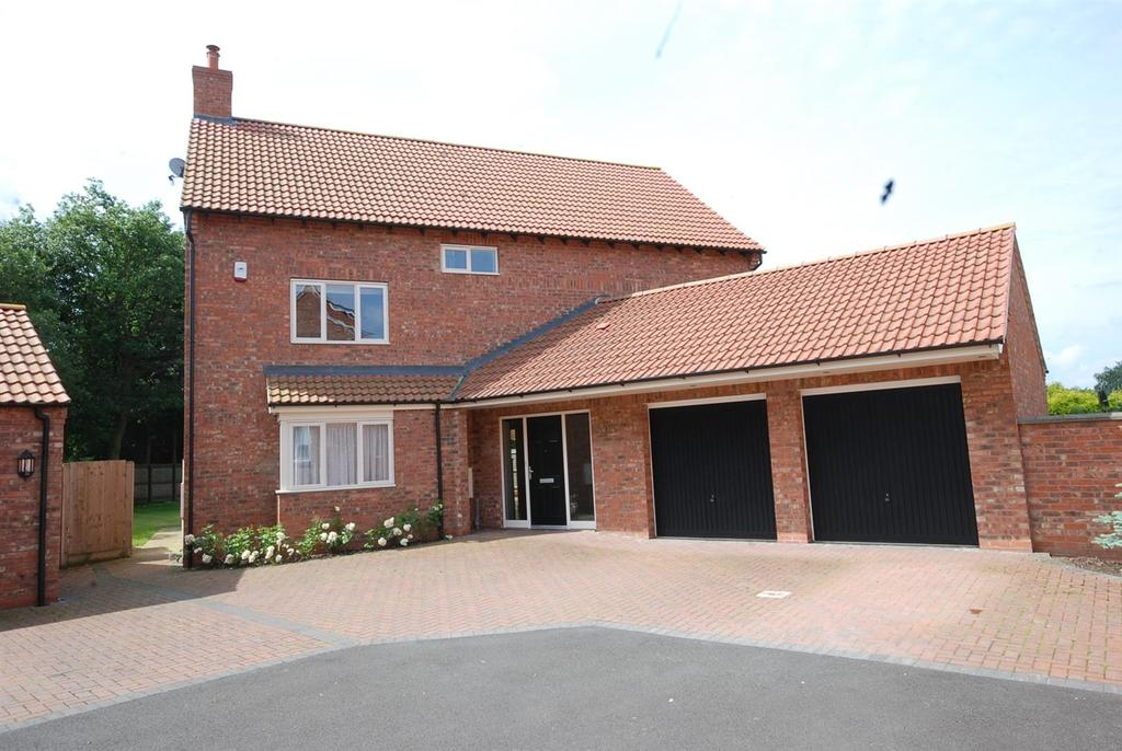 4 Bedrooms Detached House for sale in Nursery Close, Collingham,