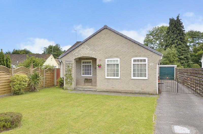 3 Bedrooms Detached Bungalow for sale in Mannington Way, West Moors, Ferndown