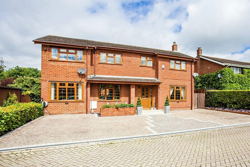 5 Bedrooms Detached House for sale in Two Mile Ash, MILTON KEYNES, Buckinghamshire