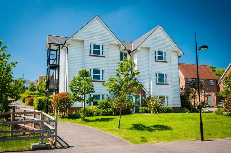 2 Bedrooms Flat for sale in Baxendale Way, Uckfield