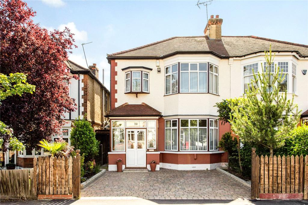 4 Bedrooms Semi Detached House for sale in Langley Drive, London, E11