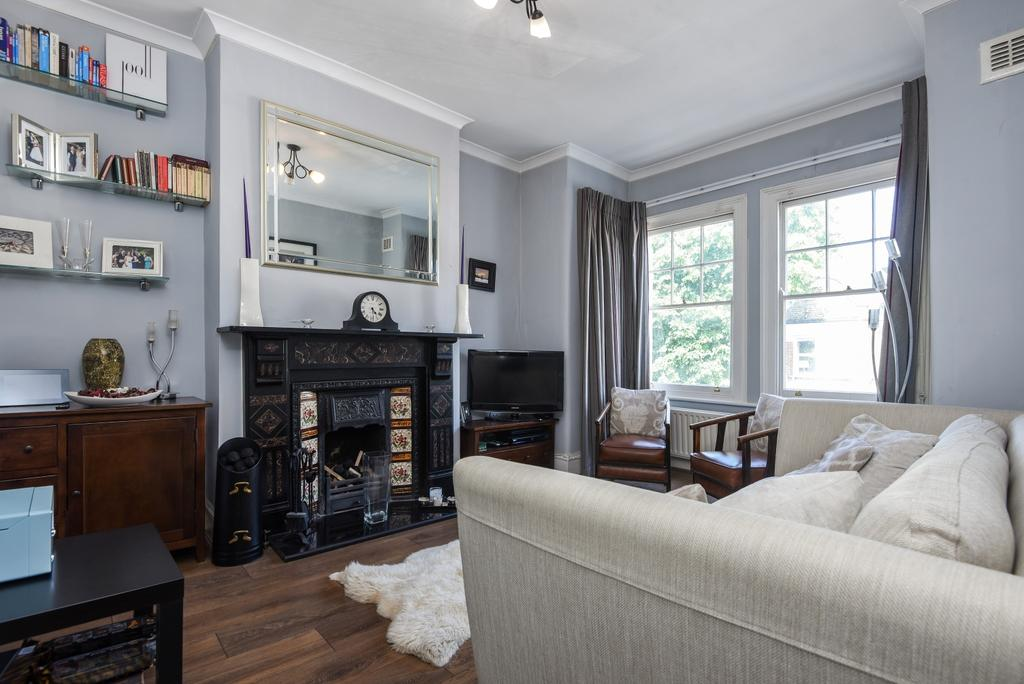 3 Bedrooms Maisonette Flat for sale in Eastcombe Avenue, Charlton, SE7
