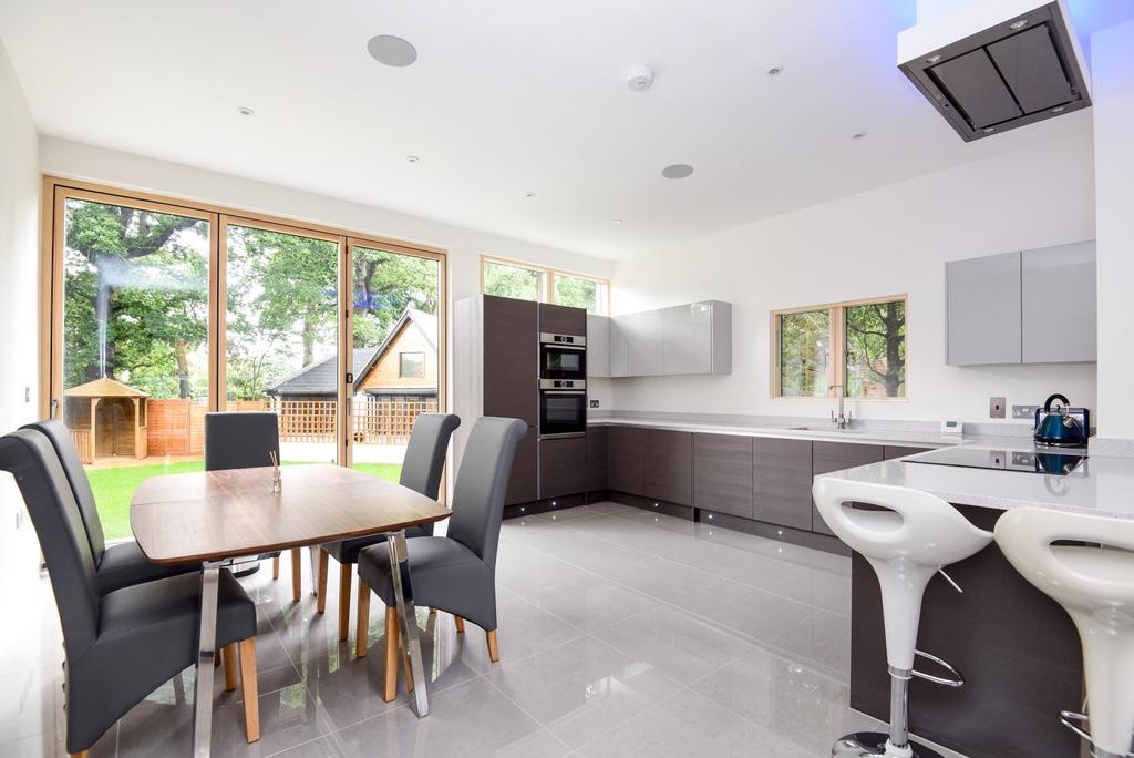 6 Bedrooms Detached House for sale in Oakwood Close Chislehurst BR7
