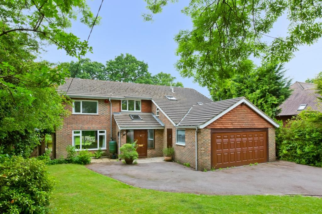 4 Bedrooms House for sale in Roundwood Lane, Lindfield, RH16