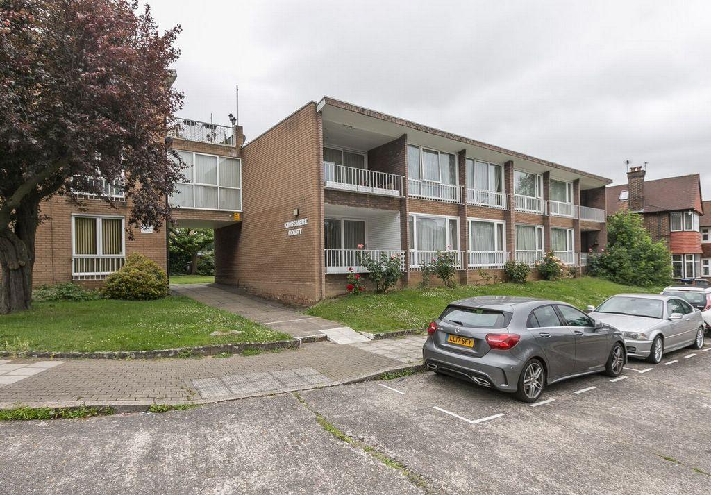 2 Bedrooms Flat for sale in Kingsmere Court, Salmon Street, Kingsbury, NW9