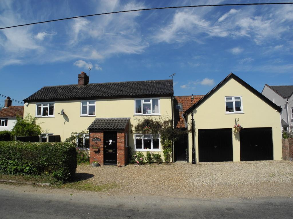 4 Bedrooms Detached House for sale in Seething Street, Seething
