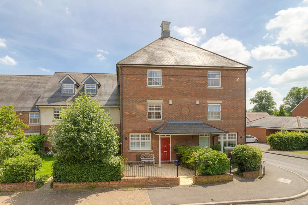 4 Bedrooms Terraced House for sale in Bernardines Way, Buckingham