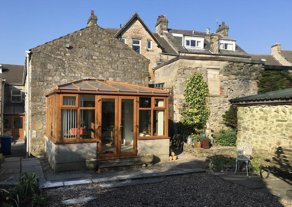 2 Bedrooms Semi Detached House for sale in The Square, Ingleton