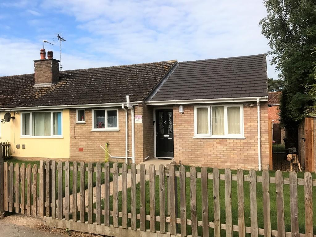 4 Bedrooms Semi Detached Bungalow for sale in North Road, Lakenheath