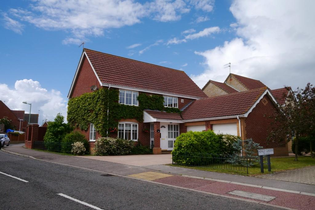 4 Bedrooms Detached House for sale in Howley Gardens, Parkhill, Lowestoft