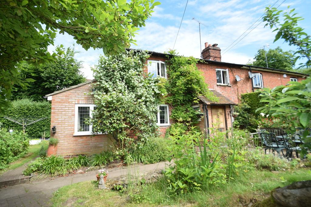2 Bedrooms Semi Detached House for sale in Birtley Green, Bramley, Guildford GU5 0LE