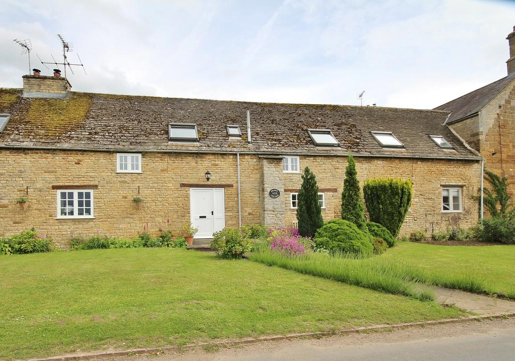 3 Bedrooms Cottage House for sale in Wakerley Road, Harringworth