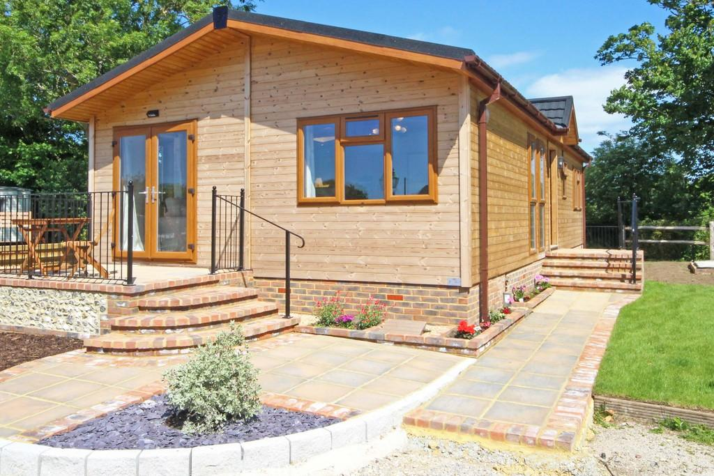 2 Bedrooms Detached Bungalow for sale in Upper Beeding