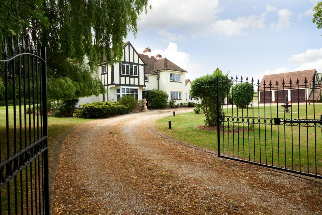 5 Bedrooms Detached House for sale in Weeley