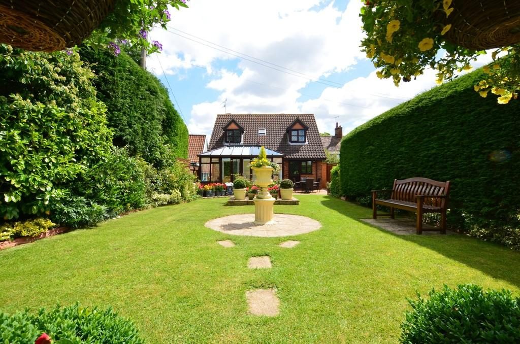 3 Bedrooms Chalet House for sale in Main Road, Little Glemham, Woodbridge