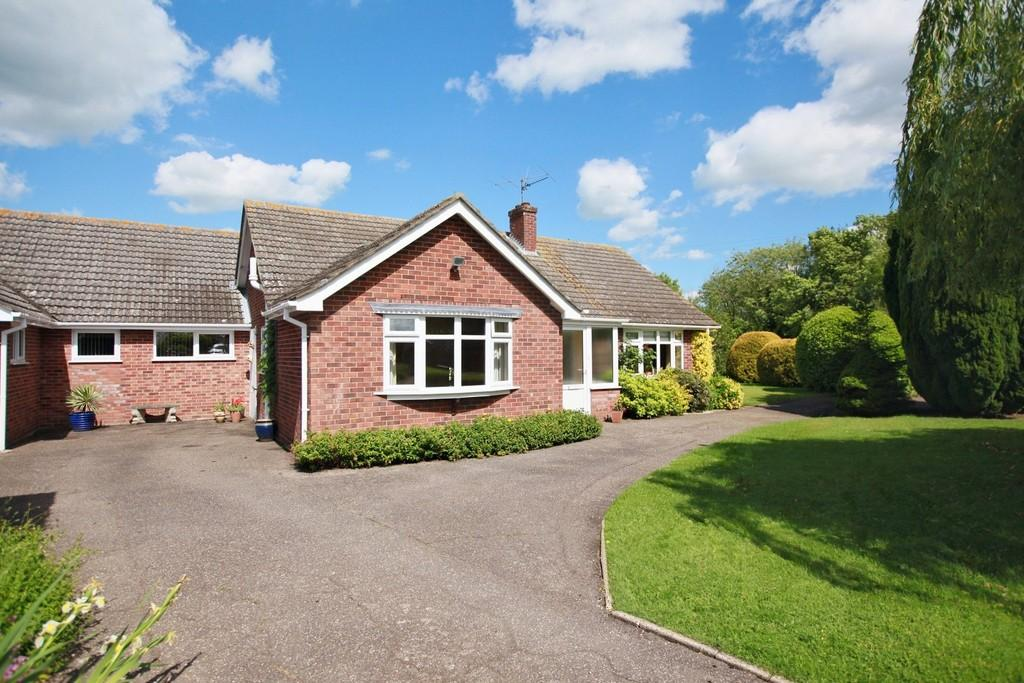 3 Bedrooms Detached Bungalow for sale in Manorroy, Upsher Green,Great Waldingfield, Sudbury. CO10 0TT