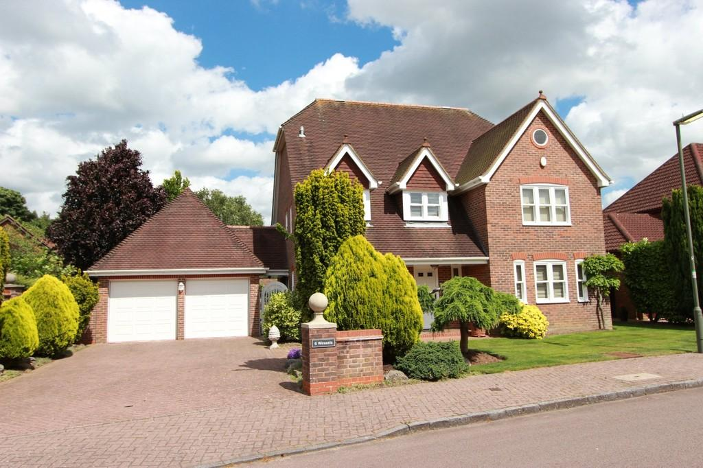 5 Bedrooms Detached House for sale in Tadworth Park, Tadworth