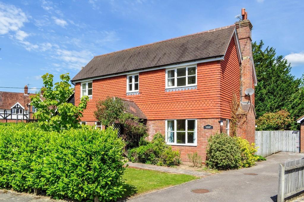 5 Bedrooms Detached House for sale in Rusper Road, Ifield