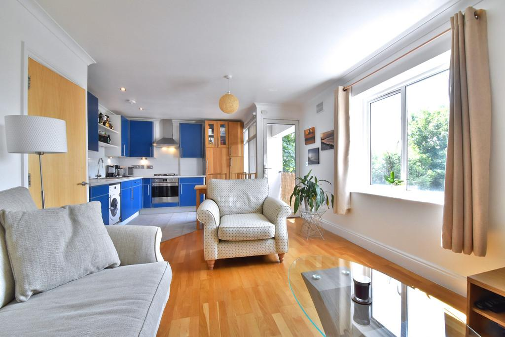 2 Bedrooms Flat for sale in Chudleigh Road SE13