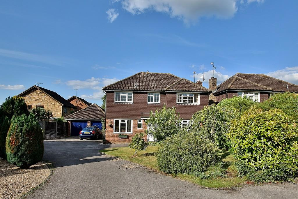 4 Bedrooms Detached House for sale in Bisley, Surrey