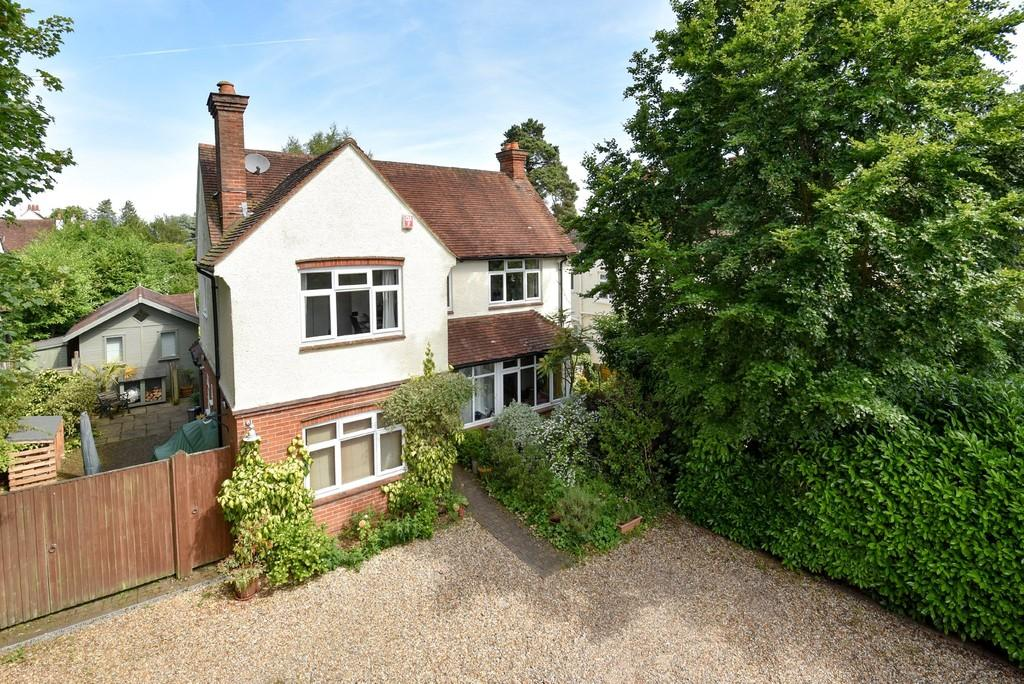 4 Bedrooms Detached House for sale in Shortheath Road, Farnham