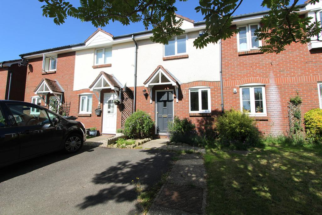 2 Bedrooms Terraced House for sale in Stonechat Close, Petersfield