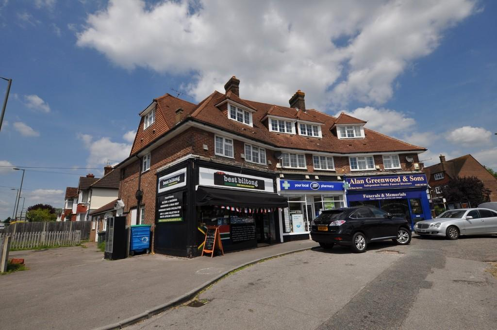 3 Bedrooms Maisonette Flat for sale in Aldershot Road, Guildford