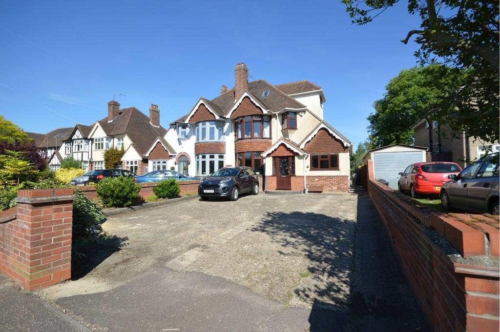 4 Bedrooms Semi Detached House for sale in Shrub End Road, Colchester