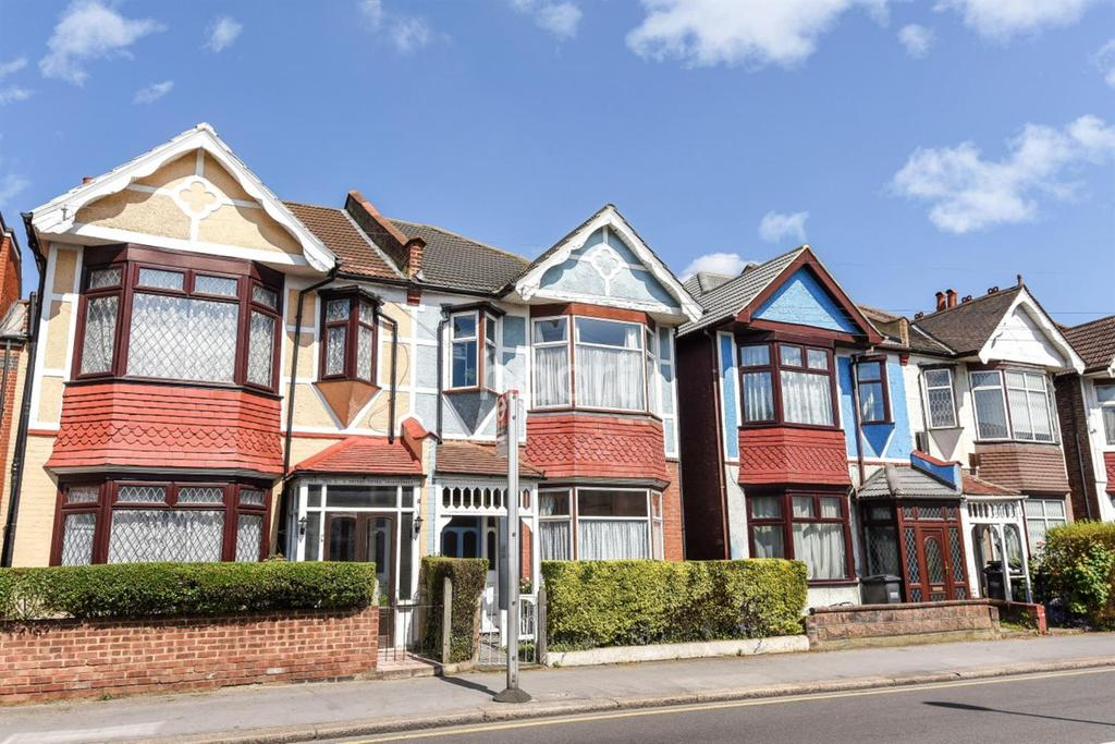 4 Bedrooms Terraced House for sale in Melfrot Road, Thornton Heath, CR7