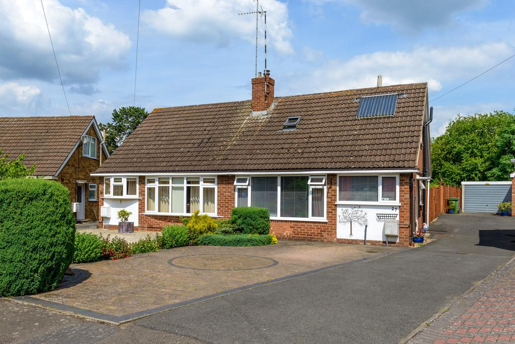 2 Bedrooms Semi Detached Bungalow for sale in Offa Drive, Kenilworth